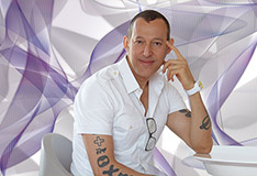 Karim Rashid draw for Glamora a seductive Wallpaper Line